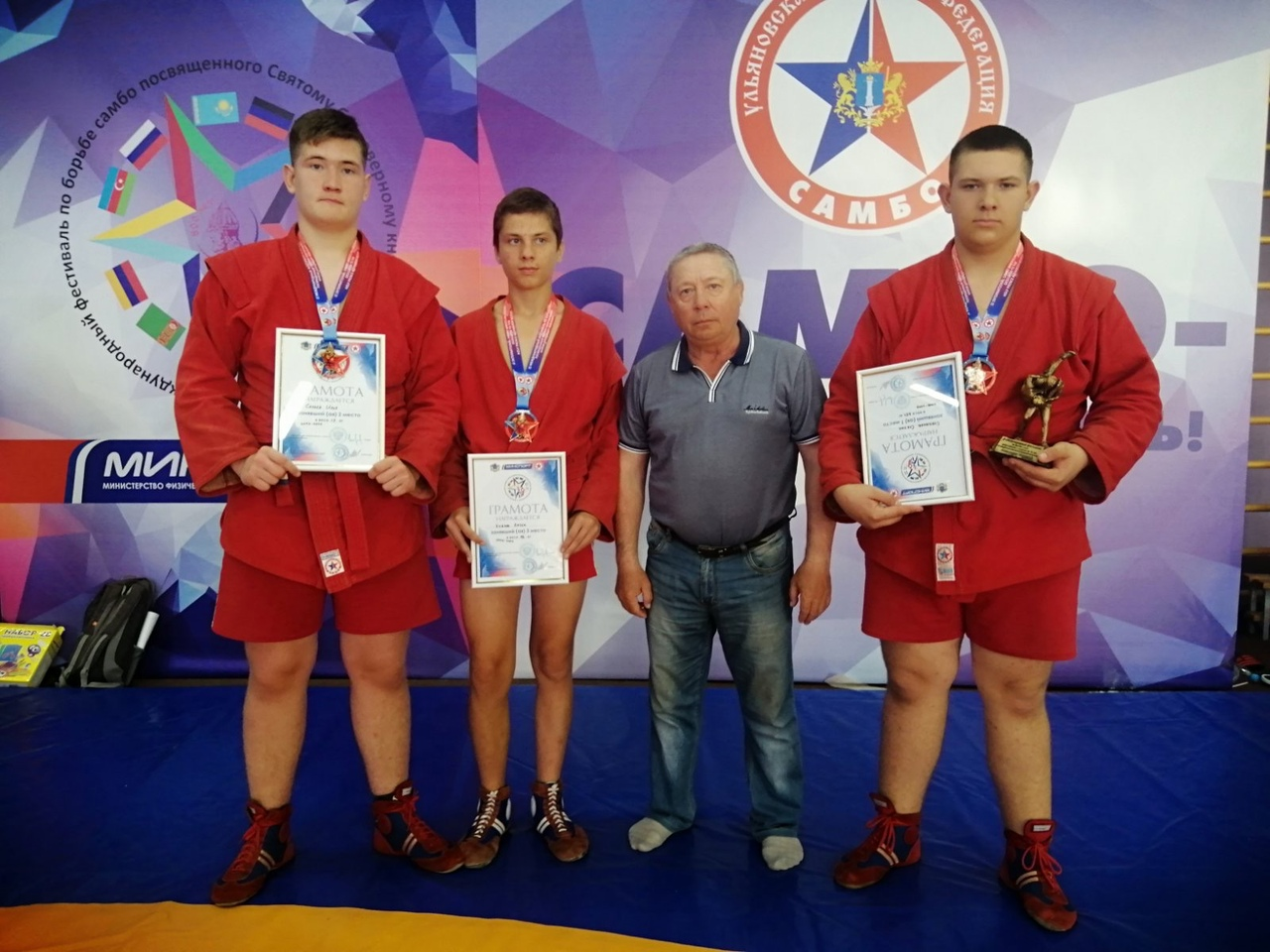 Петровские самбисты успешно открыли новый соревновательный сезон