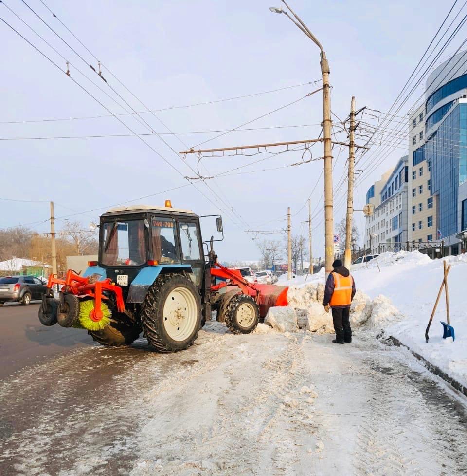 За ночь с курских дорог вывезли почти тысячу кубометров снега