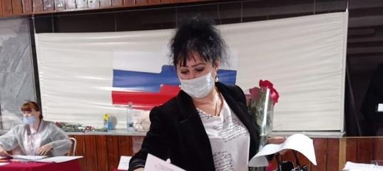 На участке №0813 в ДК «КЭМЗ» первым избирателем оказалась жительница города Ольга Глебова. Ровно в 8:00 она