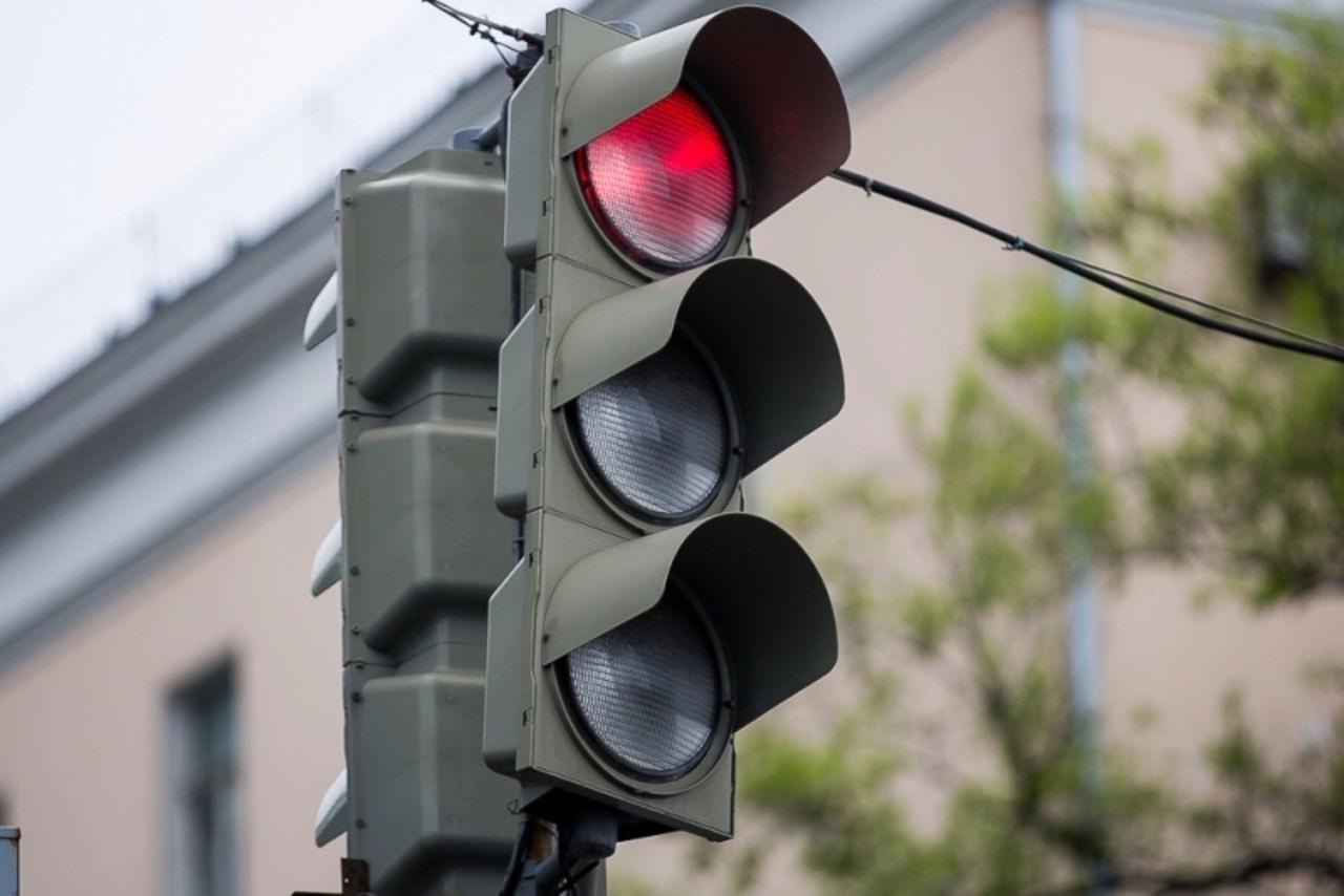 Выведены из эксплуатации светофоры на перекрестке улиц Садовая – Васильевская