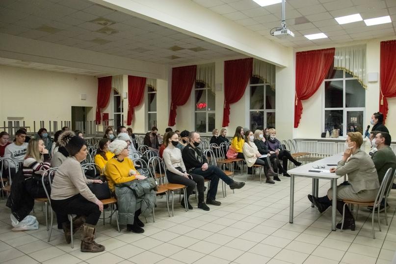 Представители городских медучреждений встретились с 11-классниками, ориентированными на медицинские специальности, изображение №1