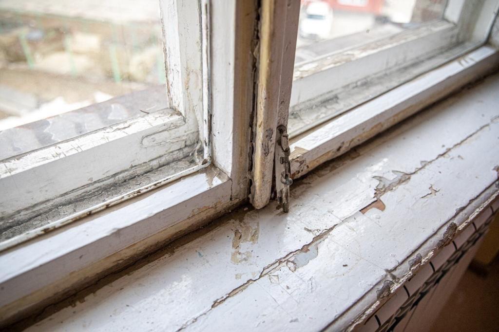 Заменил старое деревянное окно в кабинете химии