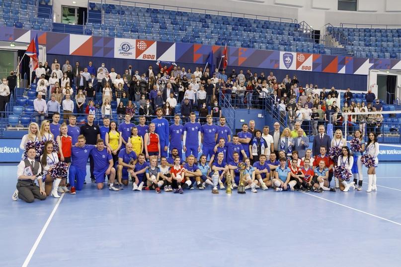 Кинокомпания «Союз Маринс Групп» поздравила игроков и руководство волейбольного клуба «Динамо» с «золотым» сезоном