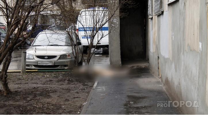 В Йошкар-Оле из окна на 14 этаже выпала молодая девушка