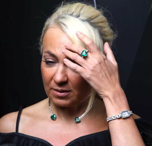 Плющенко запретил Рудковской посещать салоны красоты.