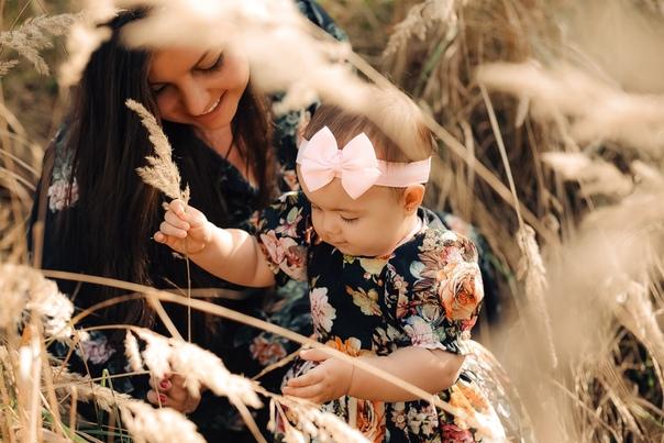 Виктория Гудинская: 💕Спасибо тебе, Доченька, что сделала меня Мамой)💕 🌺С Днем Матери 🌺 Самый добрый женский праздник) Желаю всем испытать это счастье стать Мамочкой, а тем, кто уже стал, свое счастье приумножать) 💕💕💕💕💕  #Любовь  #GudiniAnviva #КаролинаРомановна #KarolinaRomanovnaS #Доченька #ДеткиКонфетки #Family #Love #Осень #ДеньМатери