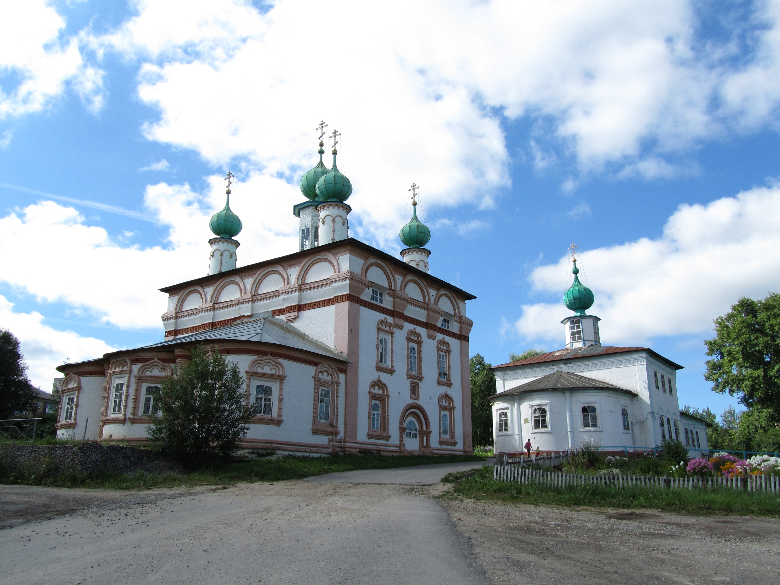 старинные церкви в центре Соликамска