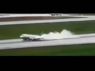 Новое видео аварийной посадки SSJ-100 в Шереметьево