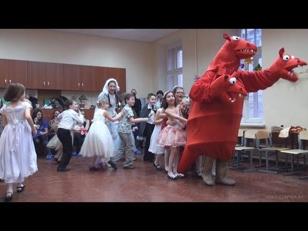 Новогодний утренник в детском саду 2011 игра в прятки с Горынычем